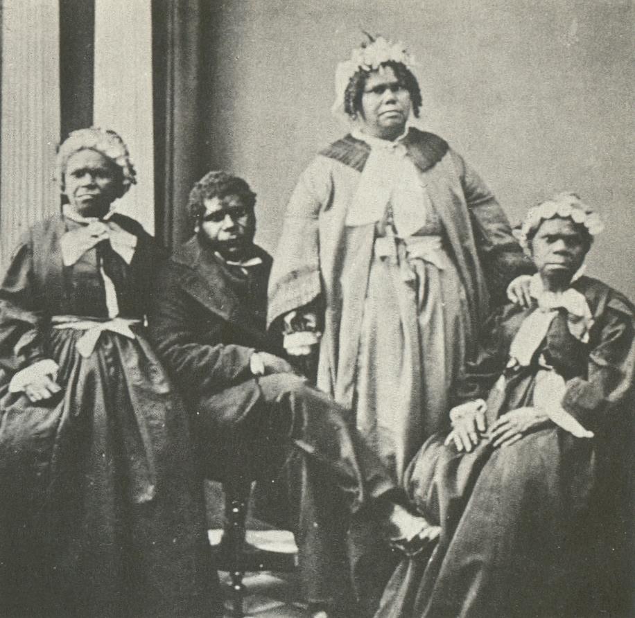 Последние чистокровные тасманийцы (ок. 1860).jpg